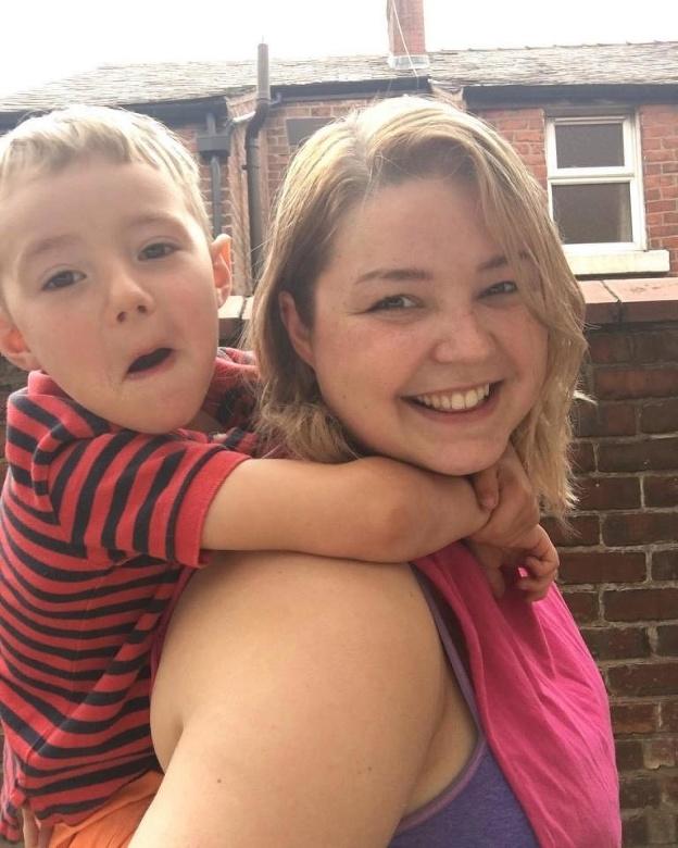 Mama dojčí päťročného syna