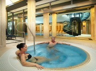 Bazén poskytuje návštevníkom oddych