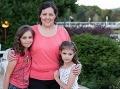 Sonička a jej rodina s nepríjemnou chorobou bojuje statočne. (zdroj: archív Yvona Púčiková)