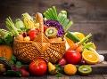 Každé malé dieťa vie, že ovocie a zelenina sú zdravé a preto by sme ich mali jesť. Málokto však má jasno v tom, aké druhy ovocia a zeleniny konzumovať.
