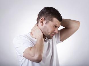 Muž mal neuveriteľných 20 rokov na krku vyrážku  Pekný pohľad to rozhodne  nie je! 8bb01131153