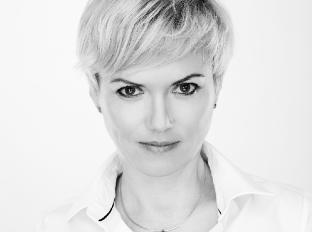 Dermatologička Jana Chudíková  Vlasy plné lupín môžu byť príznakom ochorenia 48f702d1160