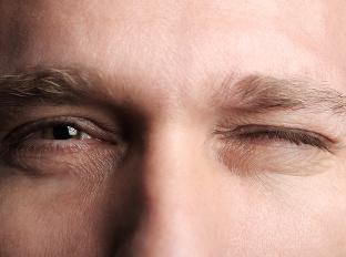 Nepríjemné šklbanie v oku: