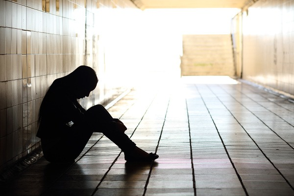 Na samovraždu myslí stále
