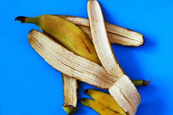 Nevyhadzuje banánové šupky, sú