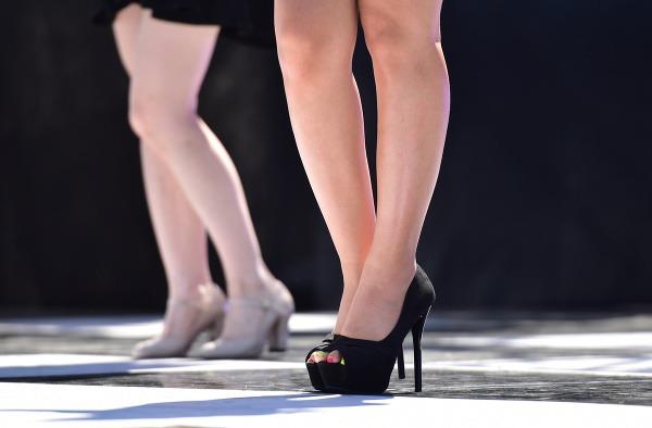 71712d66457a Devastačný účinok módneho trendu  Takto ničí obľúbená obuv vaše telo ...