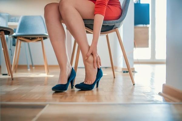 Boľavé nohy máva až