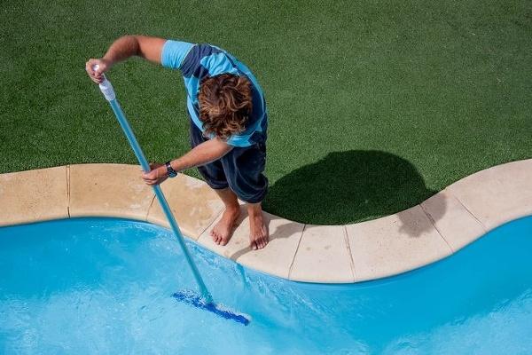 Bazén plný neviditeľných nástrah: