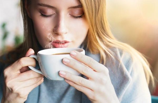 Patrí mlieko do kávy?