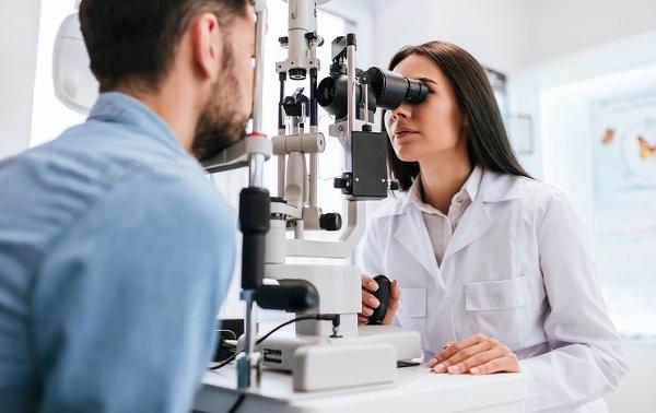 Bežné očné vyšetrenie môže