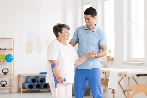 Výmena bedrového kĺbu za