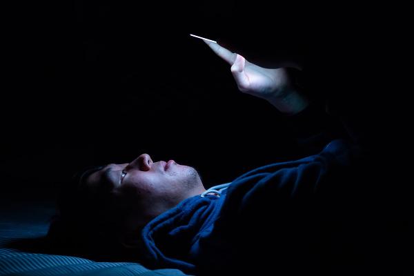 Používate TELEFÓN pred spaním?