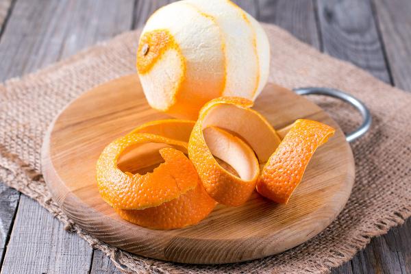 Odpad z mandaríniek nepatrí