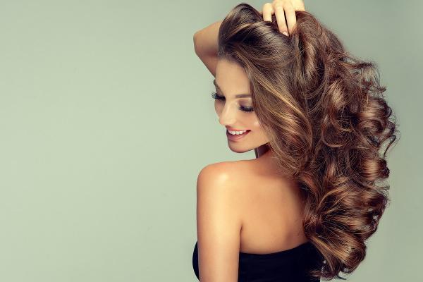 NAKOPNÚ oslabené vlasy a