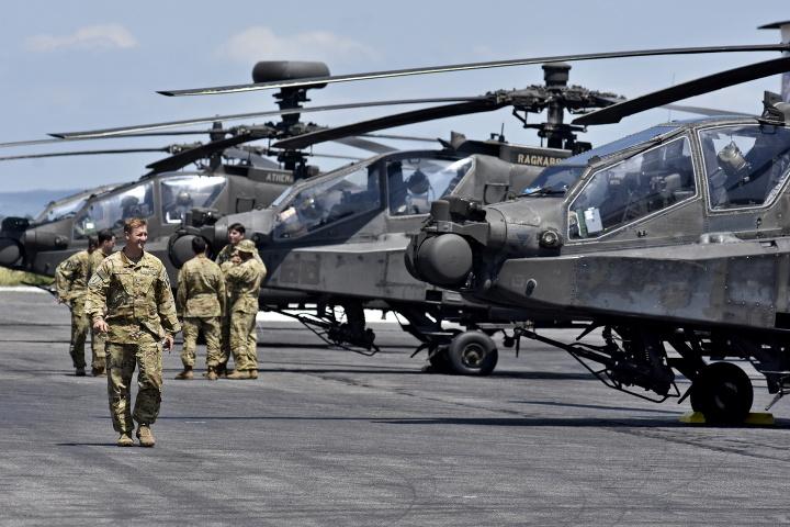 Americké vrtuľníky dotankovali v
