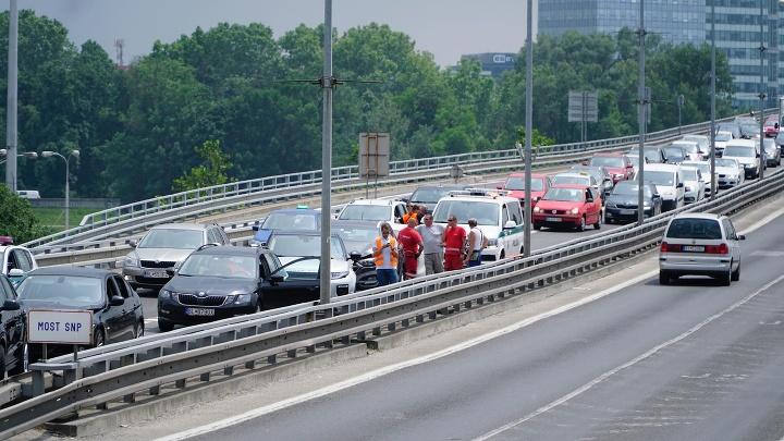 Nehoda na moste SNP,