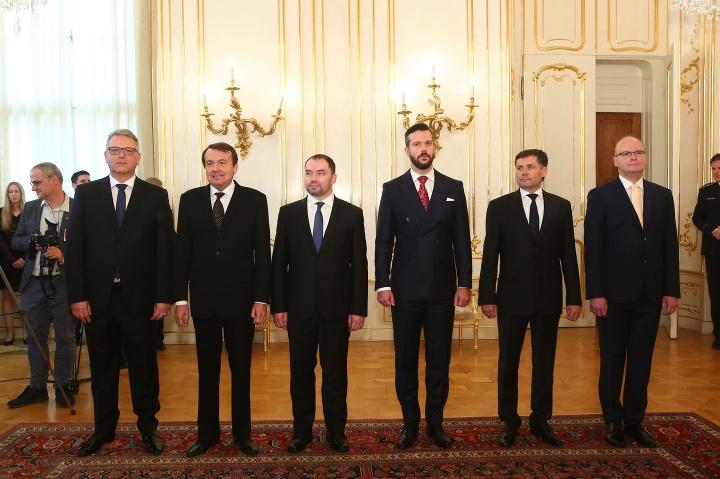 Reakcie šiestich nových ústavných