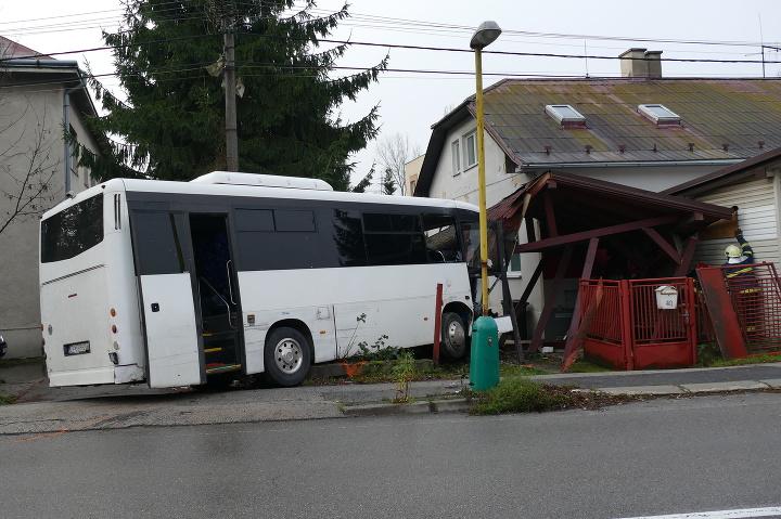 Deväť ľudí sa zranilo