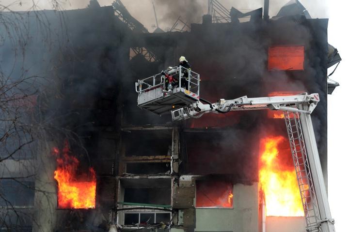 Zásah hasičov pri horiacom