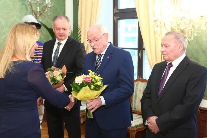 Čaputová dostala od exprezidentov