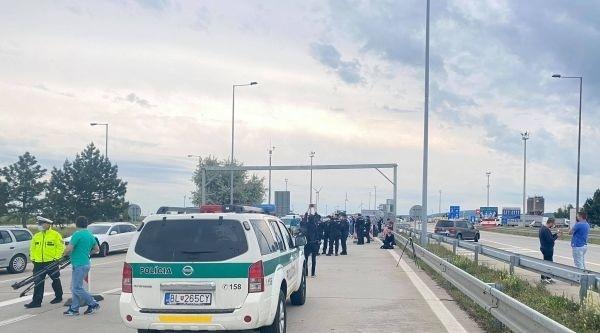 Repatrianti blokujú hraničný priechod