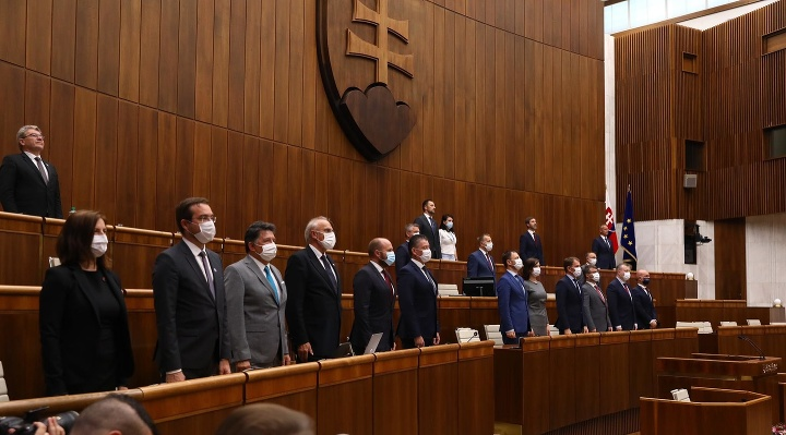 V parlamente začala mimoriadna