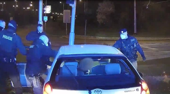 Šialená policajná naháňačka: Vodič