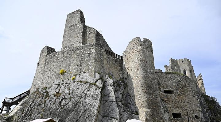 Krst povesti na hrade